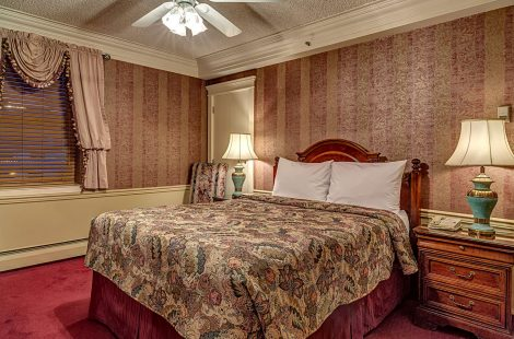 Standard Room One Queen